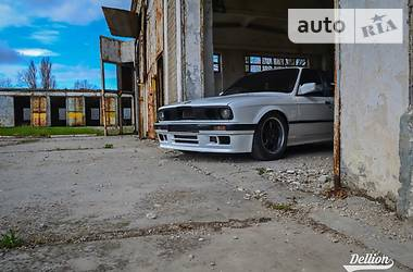 BMW 330 1990