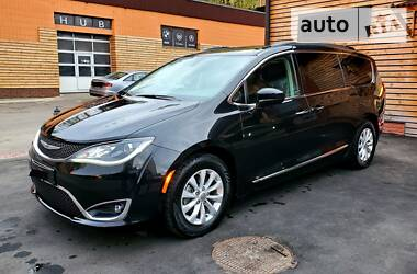 Chrysler Pacifica 2017 в Києві