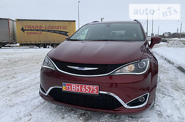 Chrysler Pacifica 2017 в Сумах