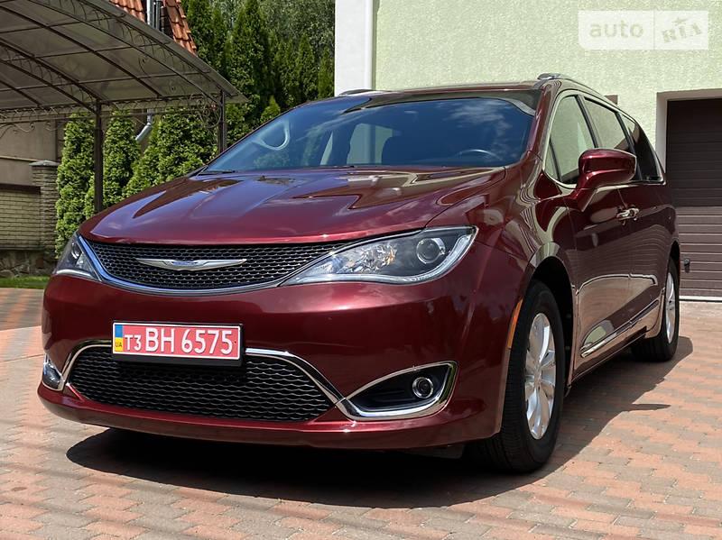 Минивэн Chrysler Pacifica 2017 в Киеве