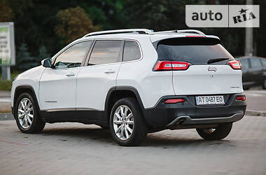 Внедорожник / Кроссовер Jeep Cherokee 2015 в Ивано-Франковске