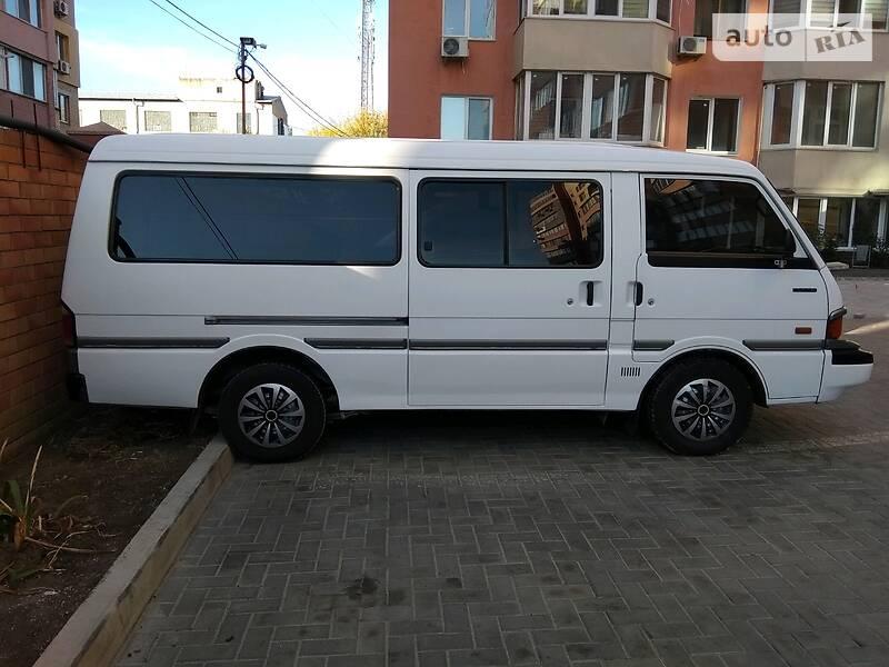 Микроавтобус (от 10 до 22 пас.) Mazda E2000 1993 в Николаеве