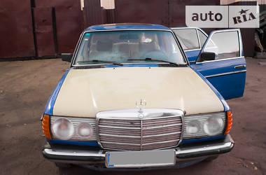Mercedes-Benz 200 1976 в Киеве