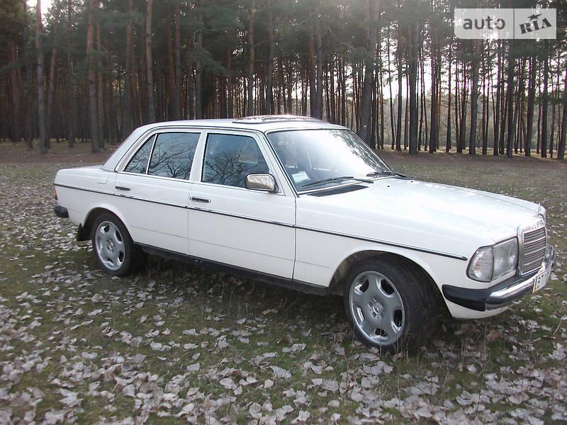 Mercedes-Benz 200 1977 в Кропивницком