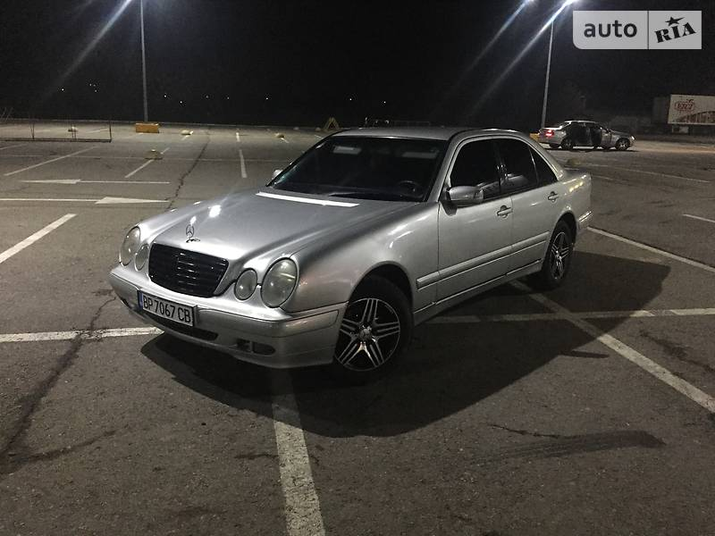 Mercedes-Benz 210 2000 в Черновцах