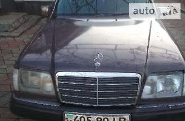 Mercedes-Benz 220 1994 в Черновцах