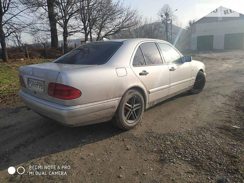 Mercedes-Benz 220 1997 в Кременце