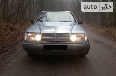 Mercedes-Benz 220 1989 в Локачах
