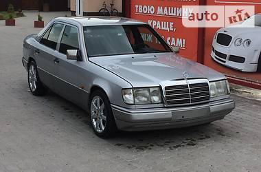 Mercedes-Benz E 200 1990 в Сокале