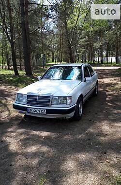 Седан Mercedes-Benz E 200 1986 в Рівному