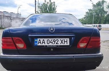 Седан Mercedes-Benz E 200 1996 в Києві