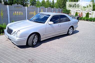 Седан Mercedes-Benz E 270 2001 в Коростене