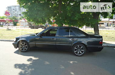 Седан Mercedes-Benz E 500 1992 в Киеве