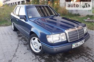 Mercedes-Benz W114/W115 1986 в Черновцах