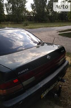 Седан Nissan Maxima 1995 в Глухове