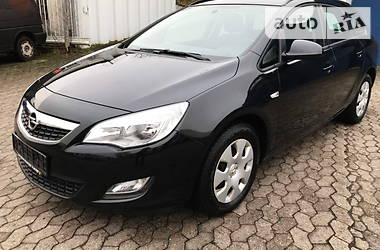 Opel Astra J 1.7d Sports Tourer 2011