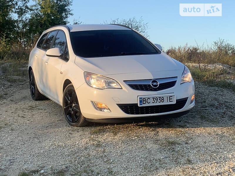 Универсал Opel Astra J 2011 в Городке
