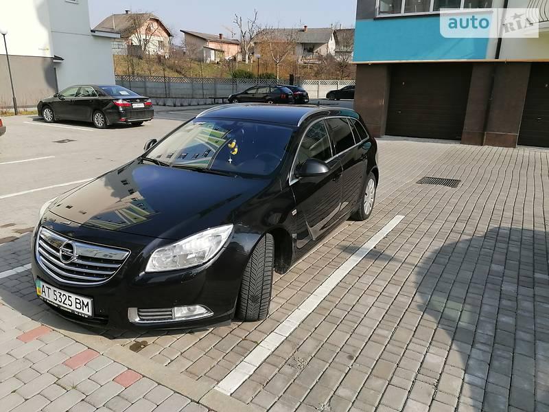 Унiверсал Opel Insignia Sports Tourer 2010 в Івано-Франківську