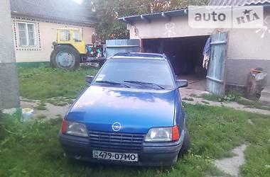 Opel Kadett 1986 в Городке