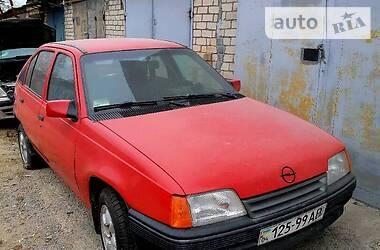 Opel Kadett 1985 в Новой Каховке