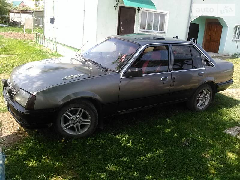 Opel Rekord 1983 в Івано-Франківську