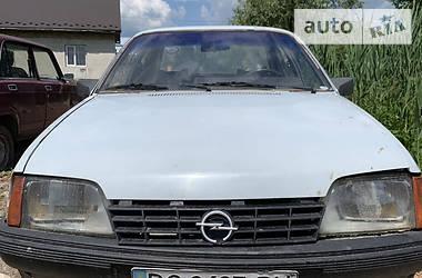 Седан Opel Rekord 1983 в Яворове