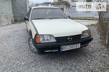 Седан Opel Rekord 1985 в Тернополе