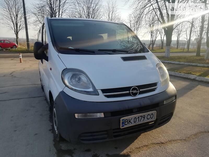 Opel Vivaro пасс. 2002 в Ровно
