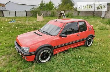 Peugeot 205 1988 в Черновцах