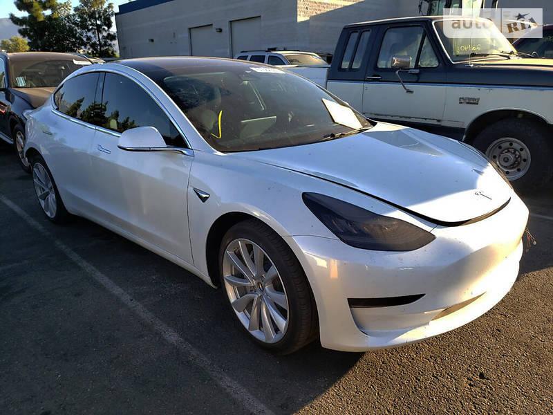 Хэтчбек Tesla Model 3 2020 в Киеве
