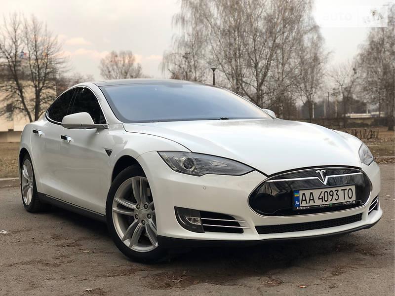 Tesla Model S 2013 года в Киеве