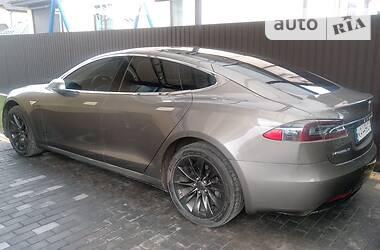 Хэтчбек Tesla Model S 2016 в Киеве