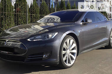 Седан Tesla Model S 2015 в Киеве