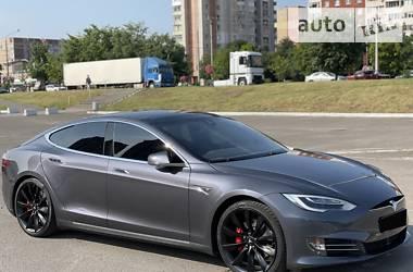 Хэтчбек Tesla Model S 2015 в Львове