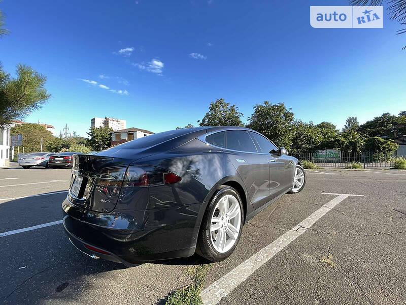 Ліфтбек Tesla Model S 2016 в Одесі