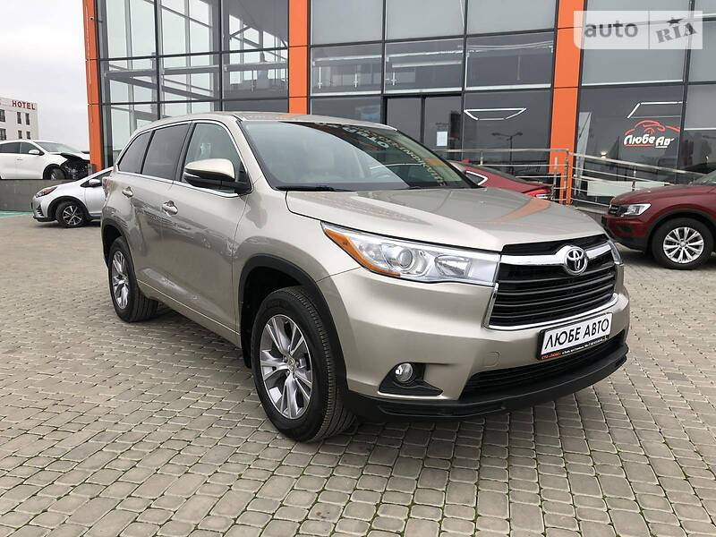https://cdn4.riastatic.com/photosnew/auto/photo/toyota_highlander__363784659f.jpg