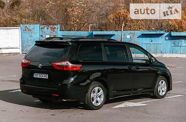 Минивэн Toyota Sienna 2018 в Киеве
