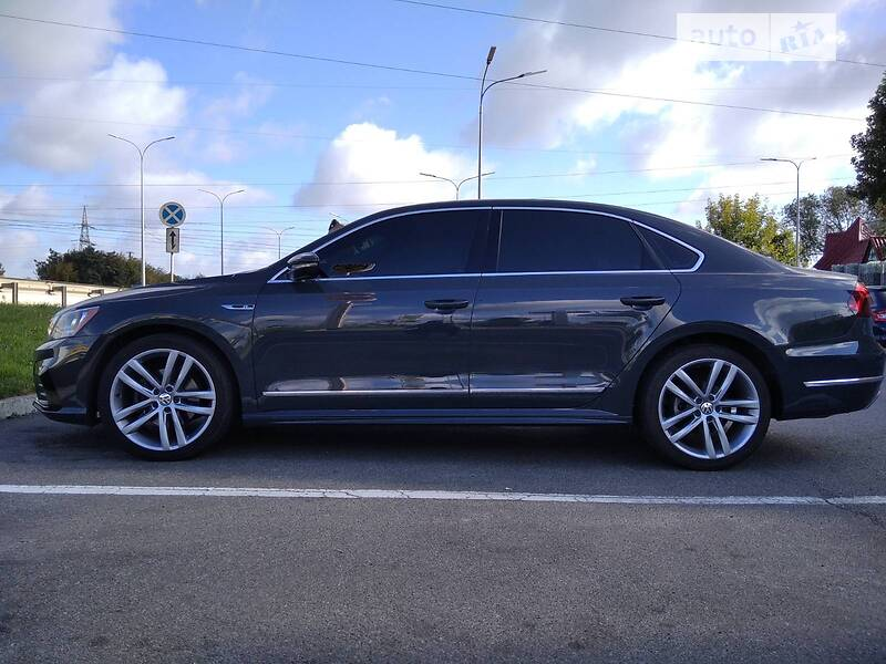 Седан Volkswagen Passat B7 2017 в Киеве