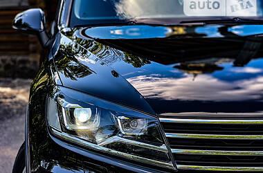 Позашляховик / Кросовер Volkswagen Touareg 2014 в Києві