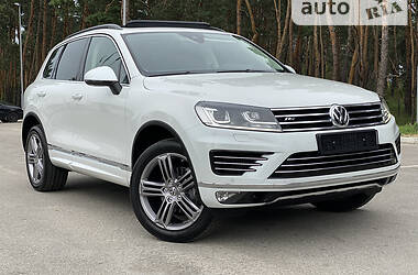 Позашляховик / Кросовер Volkswagen Touareg 2018 в Києві