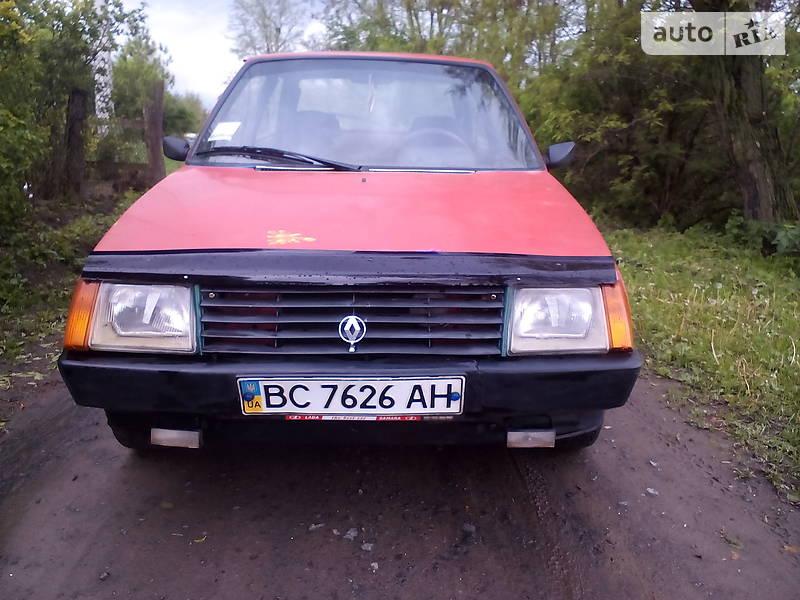 ЗАЗ 1102 Таврия 1993 года в Ровно