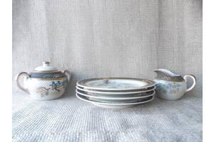 №339 Предметы из китайского чайного сервиза Тарелочки десертные 4 шт. Молочник 1 шт. Сахарница 1 шт.