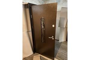Двери входные металлические стеклопакетом середина мдф