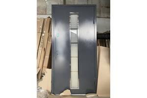 Двери входные металлические стеклопакетом