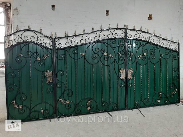 купить бу Кованые распашные ворота с калиткой из профнастилом, код: Р-0134 в Ладыжине