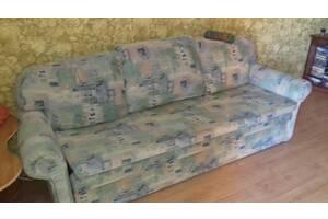 Продам очень недорого симпатичный, уютный диван.
