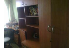 Продам стенку в детскую комнату в хорошем состоянии. В комплект входит стол для компьютера & amp; quot; ютера.