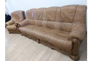 Кожаный 4-местный диван с креслом