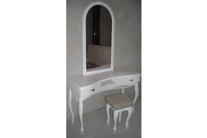 Туалетный столик в белую спальню из дерева
