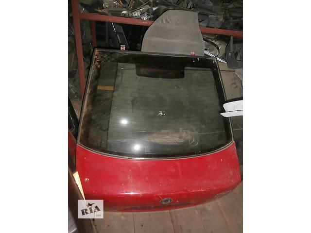 продам Б/у кришка багажника для легкового авто хетчбека Skoda Octavia бу в Львове